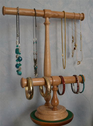 Necklace holder with two bars in Oak